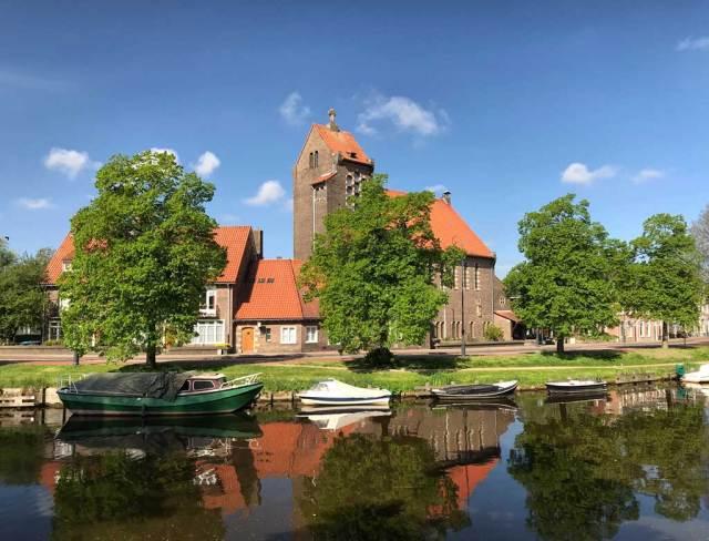 Il percorso ciclabile lungo il canale Leidsevaart porta dritto a Lisse e al meraviglioso Parco Keukenhof