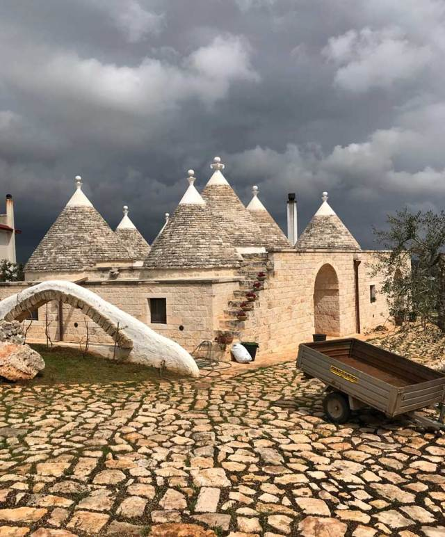 Cisternino si trova in Valle d'Itria, la zona della Puglia conosciuta per i trulli