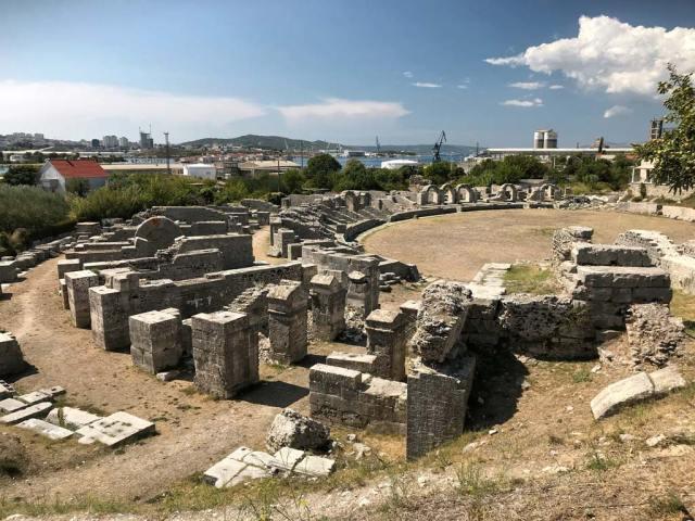 Visitando la città romana di Salona in Dalmazia non si può perdere l'anfiteatro
