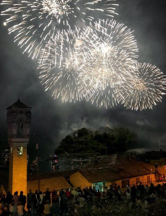 I fuochi di San Giovanni dell'Isola Comacina ricordano la distruzione dell'isola da parte dei Comaschi nel 1169