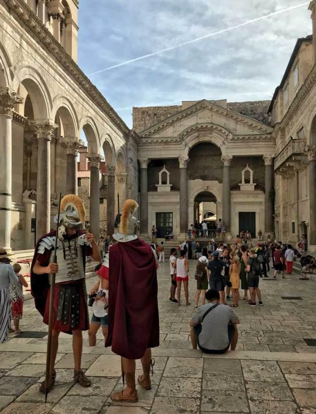 L'antico Palazzo di Diocleziano è ora il cuore di Spalato, città principale della Dalmazia.