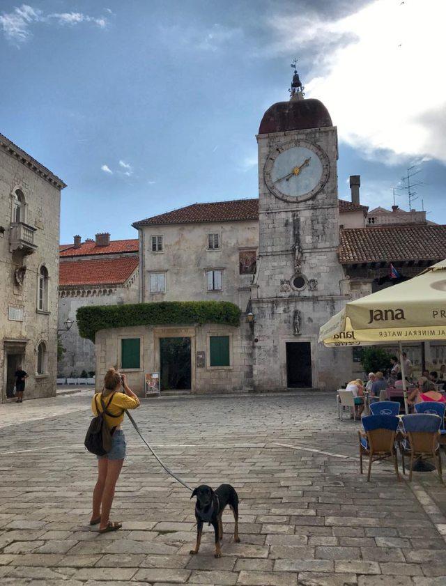Trogir è la città più bella al mondo su un'isola e si trova vicino a Spalato, in Croazia