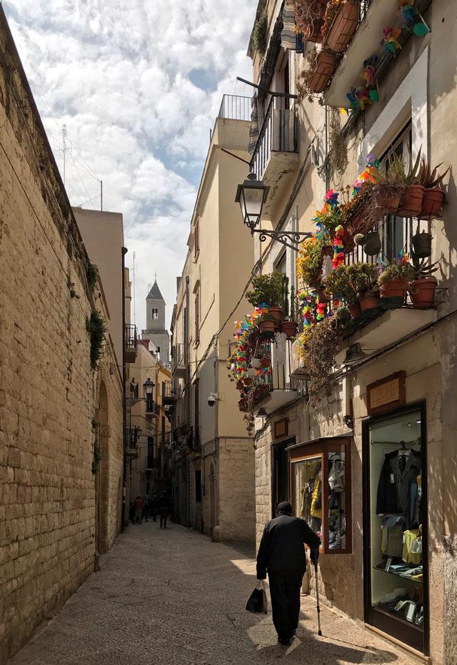 Cosa vedere a Bari? Sicuramente Bari Vecchia, con le sue vie pittoresche