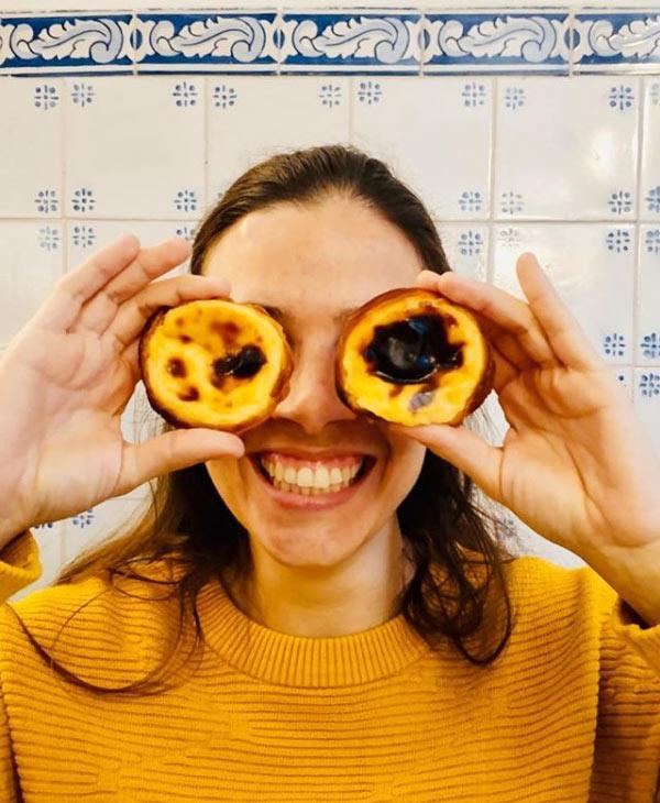 Una delle 15 foto da fare a Lisbona è per i pasteis de nata, dolce locale