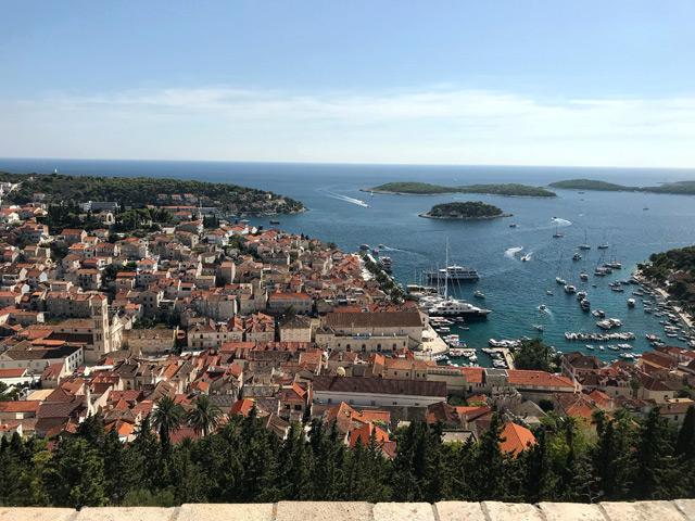 Hvar è uno dei posti più belli della Croazia: la città e l'isola sono meravigliose
