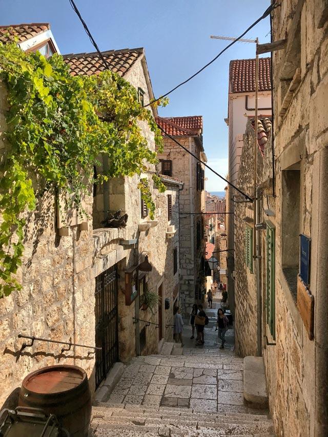Hvar è uno dei posti più belli della Dalmazia con la sua profonda influenza veneziana