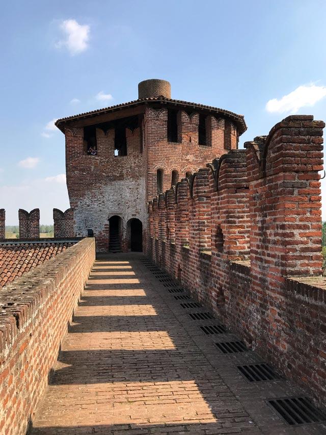 Cosa vedere a Soncino? Di sicuro la Rocca Sforzesca, simbolo del borgo cremonese