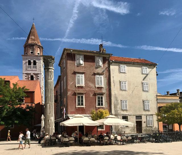 Cosa vedere a Zara in Croazia? La colonna romana e la vicina chiesa di San Simeone