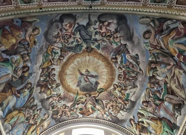 A Gravedona nella chiesa dei SS. Gusma e Matteo si trovano gli affreschi del Fiammenghino