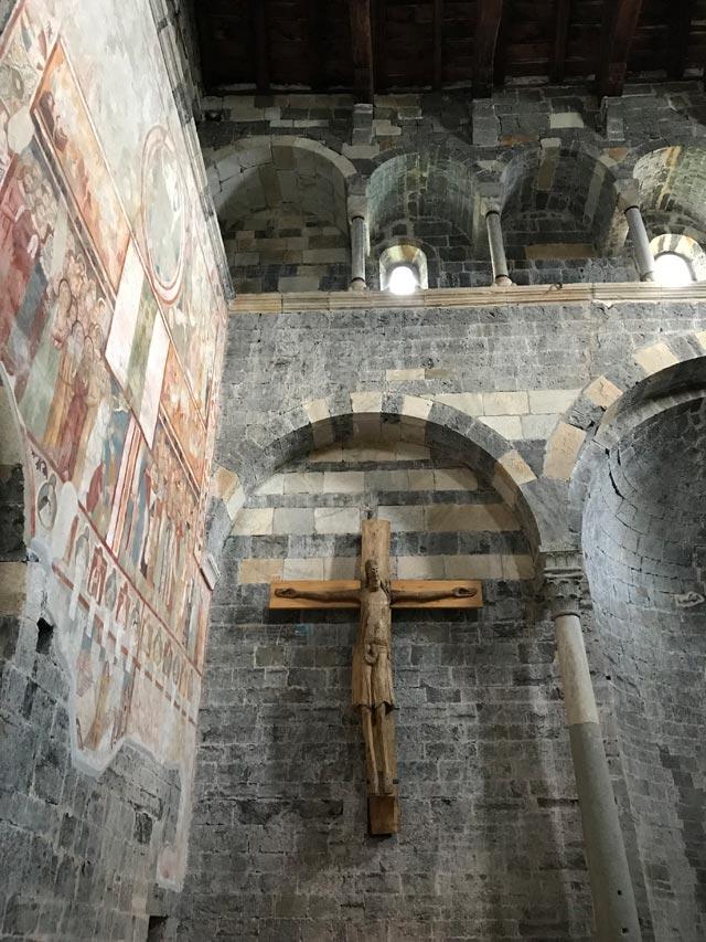 Cosa vedere a Gravedona? Di certo la Chiesa di Santa Maria del Tiglio
