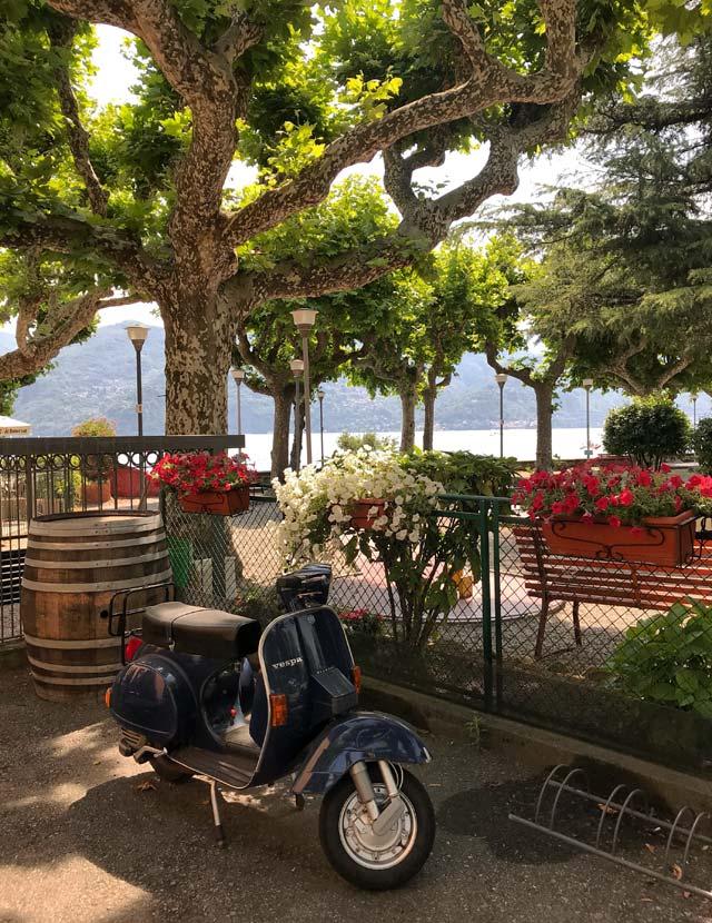 Il lungolago di Menaggio è molto elegante e lungo, cosa unica sul Lago di Como