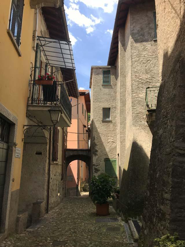 Rezzonico è un piccolo ma bellissimo borgo del Lago di Como