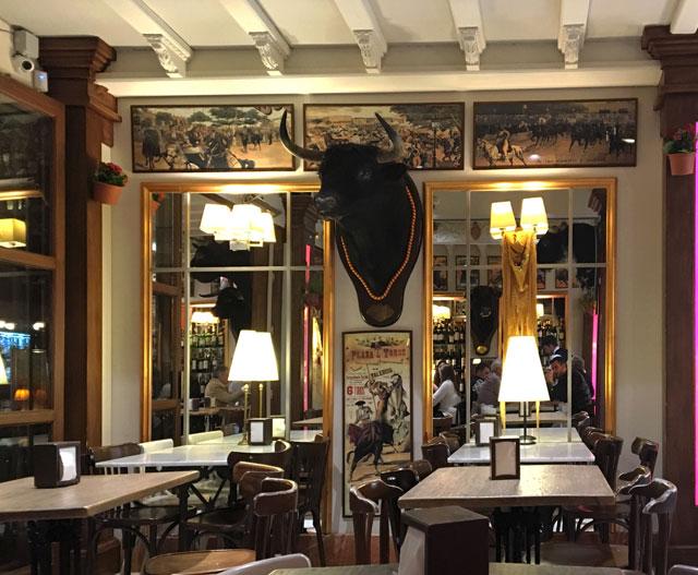 A Siviglia in Andalusia ci sono tanti ristoranti tipici dove mangiare le tapas