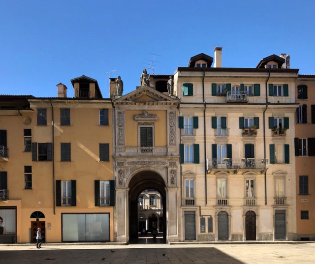 Varese è una città divisa in borghi e dalla storia anomala rispetto alle città della Lombardia