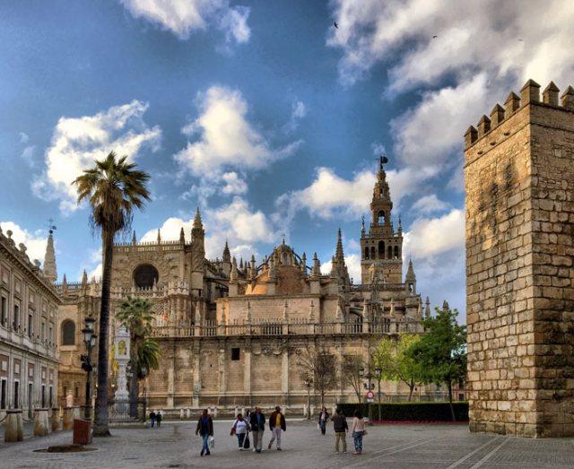 Cosa visitare a Siviglia? Si parte dal suo simbolo: la Cattedrale e la Giralda