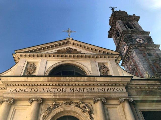 L'Arco Mera separa Corso Matteotti dalla basilica di San Vittore di Varese
