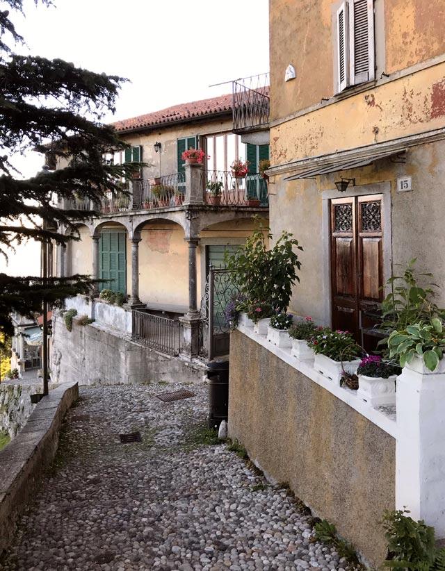 Accanto al Santuario del Sacro Monte di Varese c'è il borgo di Santa Maria del Monte