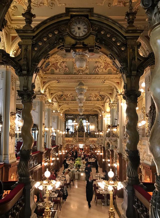 Colazione da sogno a Budapest? Vai al Caffè New York dal fascino Belle Epoque