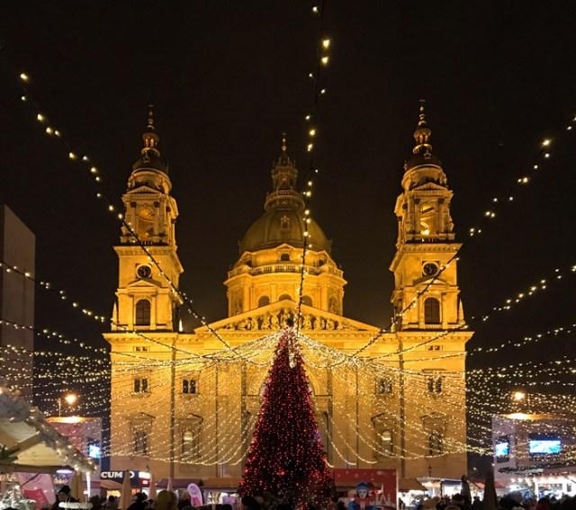 Budapest coi mercatini di Natale è una città magica: perfetta per le vacanze a dicembre!