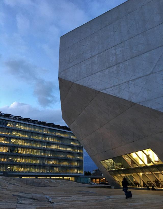 La Casa da Musica è un gioiello architettonico di Porto, bello anche solo da vedere