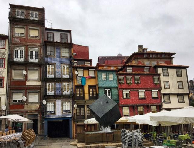 Praça da Ribeira è in cima tra le cose da vedere a Porto