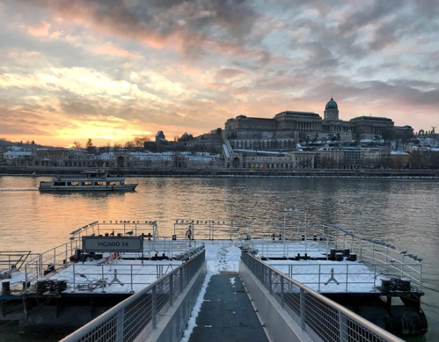 Budapest regala meravigliose foto col tramonto sul Danubio e il Palazzo Reale