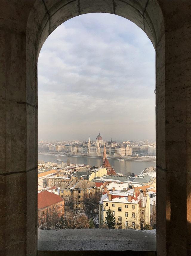 Il Parlamento di Budapest di può fotografare perfettamente dal Bastione dei Pescatori