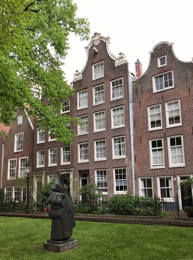 Il Begijnhof è un'oasi di pace da visitare nel cuore di Amsterdam