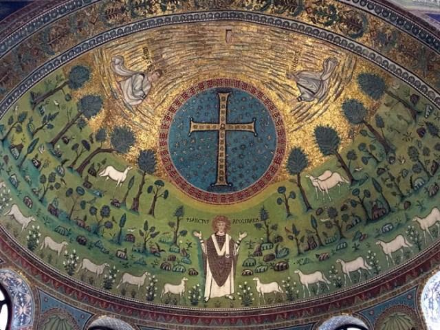 La Basilica di Sant'Apollinare in Classe merita da sola una sosta a Ravenna