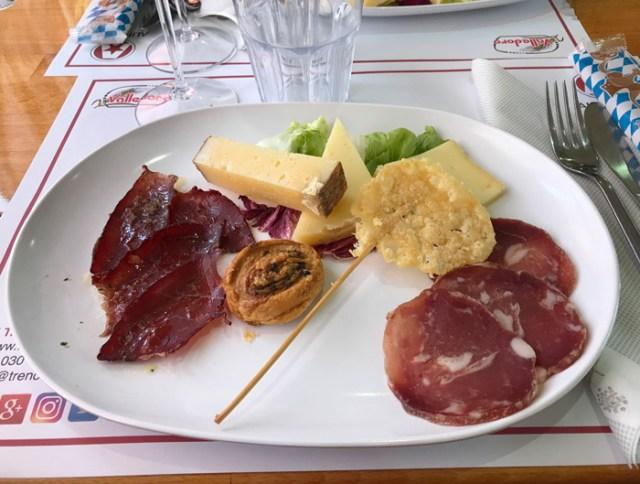 Sul Treno dei Sapori si mangia un ottimo pranzo con prodotti locali