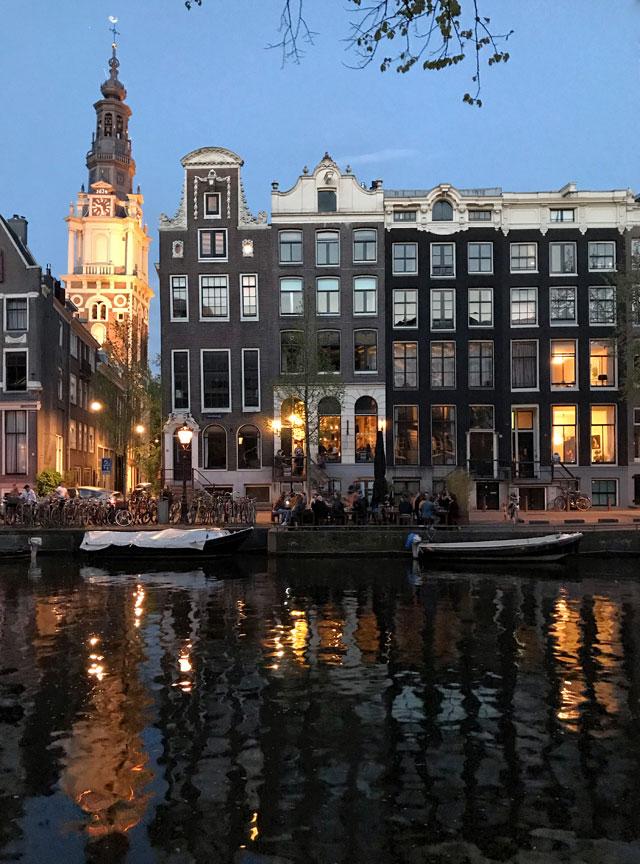 Amsterdam è una città meravigliosa per scattare foto, specialmente nell'ora blu