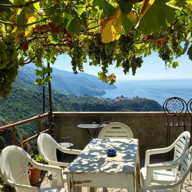 Il Bar Il Gabbiano sul Sentiero Azzurro regala una fantastica vista su Corniglia