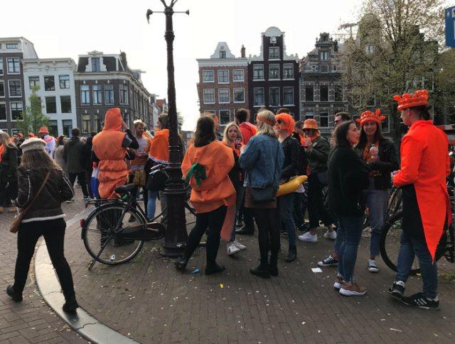 Dove festeggiare il King's Day a Amsterdam? Tra le strade del Jordaan con dj set improvvisati