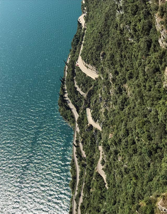 Tremosine sul Garda è famosa per la Terrazza del Brivido: vista unica sul Lago di Garda!