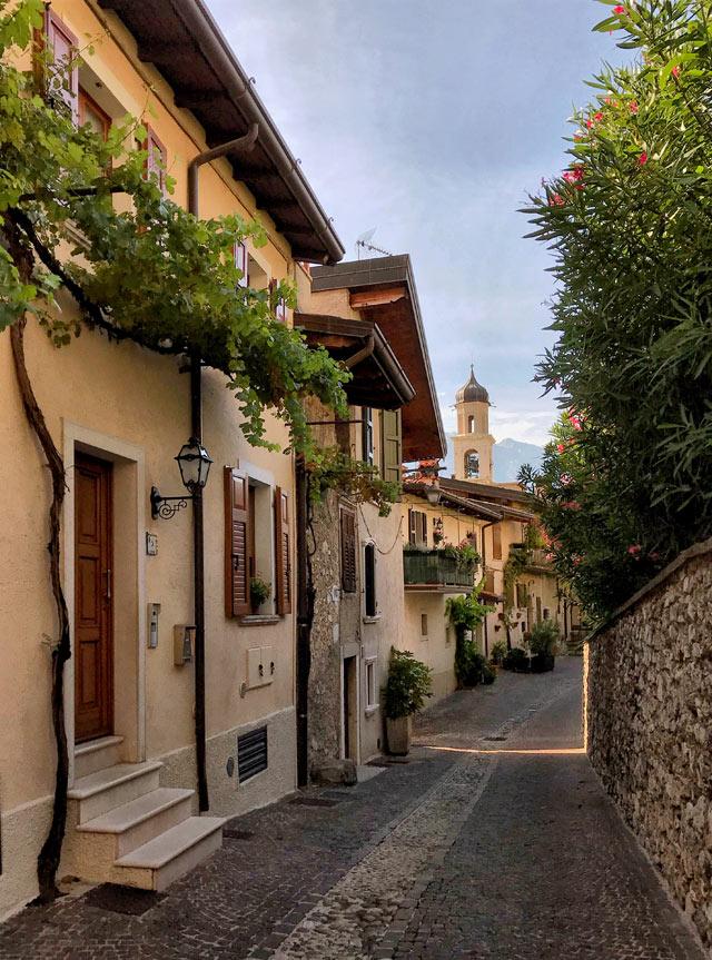 Limone del Garda è un paese da vedere in Lombardia: davvero pittoresco!