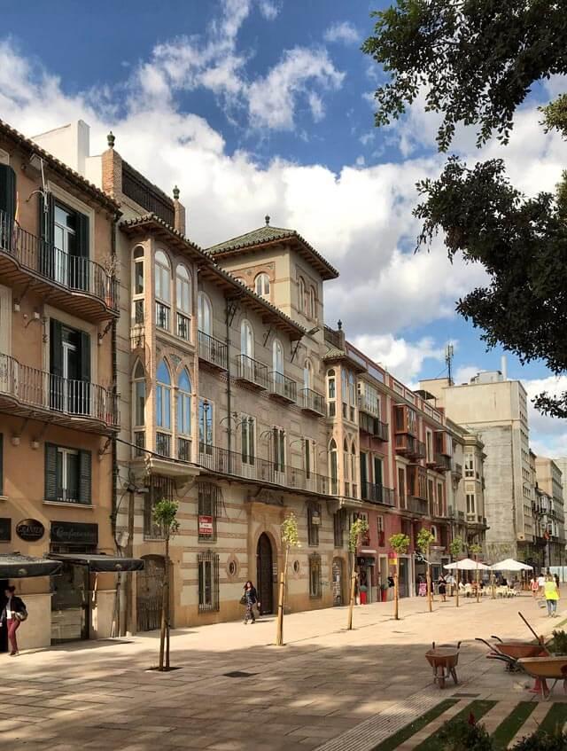 L'Alameda Principal è il viale alberato con ficus centenari in centro a Malaga