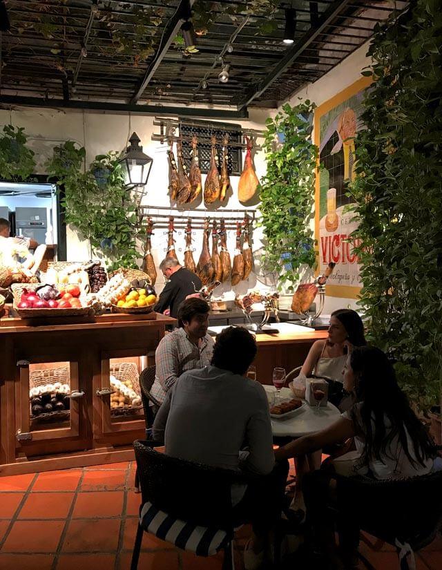 Dove mangiare a Malaga? El Pimpi, il miglior ristorante della città