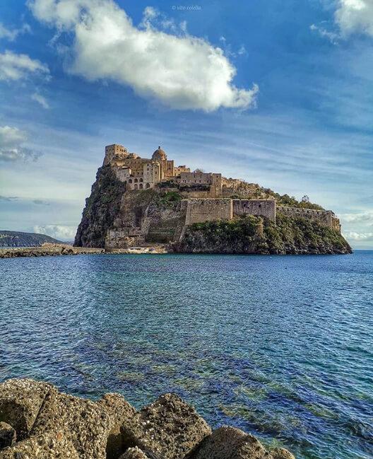 Vito__colella è tra le pagine da seguire su Instagram se ami Ischia e la Campania