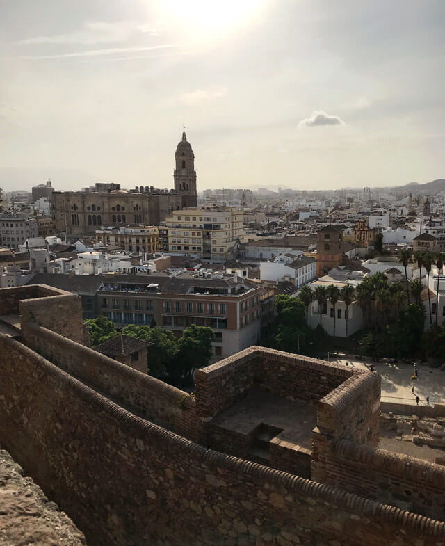 Malaga unisce lo stile spagnolo a quello moresco, come testimonia la sua storia