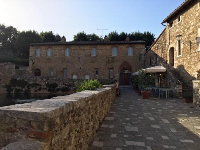 Bagno Vignoni vicino a Siena è un borgo termale tra i più belli della Toscana
