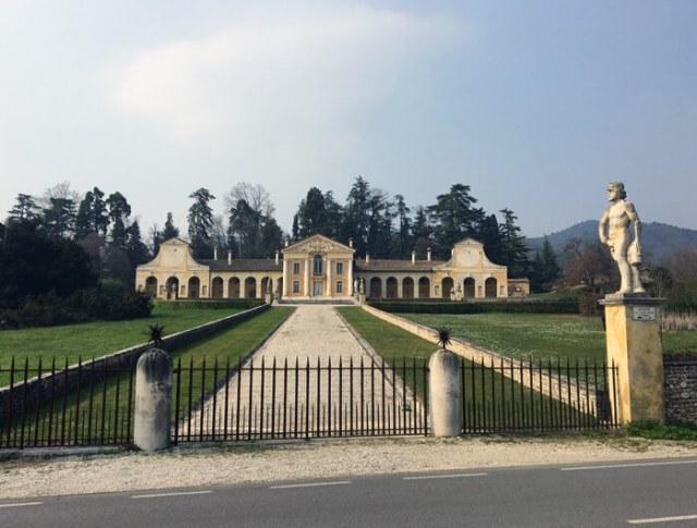 Villa Barbaro a Maser di Andrea Palladio è perfettamente simmetrica