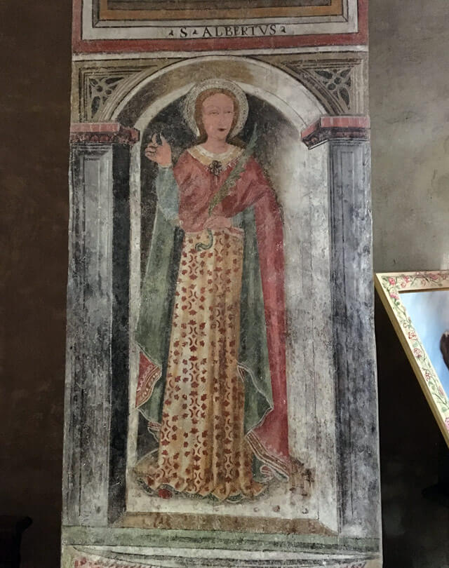 La chiesa di Santa Maria della Neve a Sirmione ha affreschi votivi quattrocenteschi
