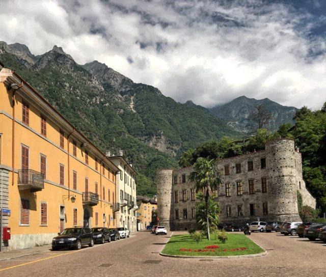Piazza Castello era la piazza principale di Chiavenna: è da vedere