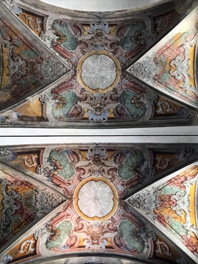 La chiesa di Santa Maria di Chiavenna ha stupendi affreschi barocchi