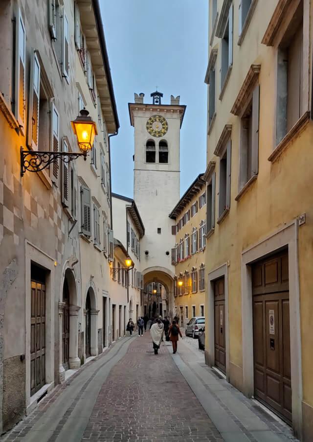 La Torre Civica spicca nel centro storico di Rovereto