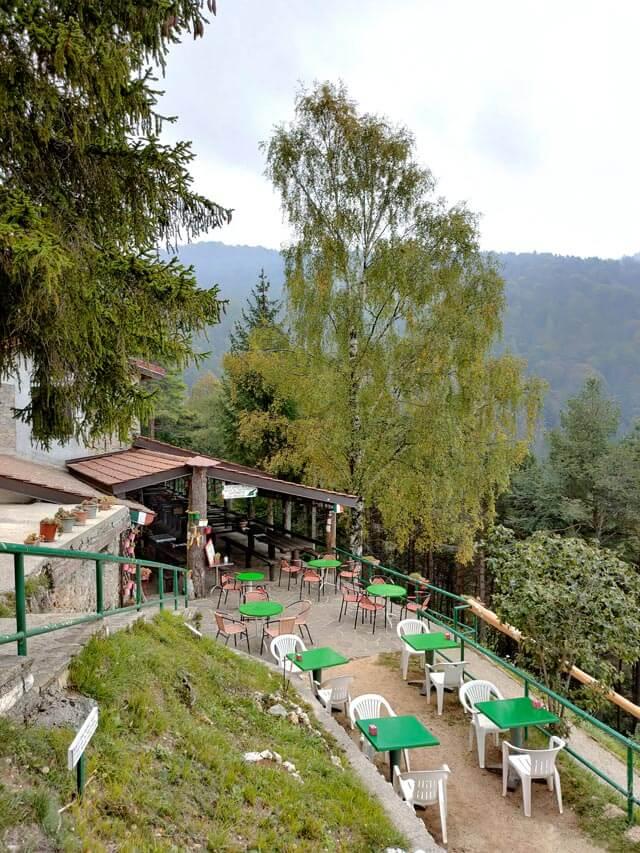 Il rifugio Alpini di Pieve a Passo Nota è gestito da Bruno