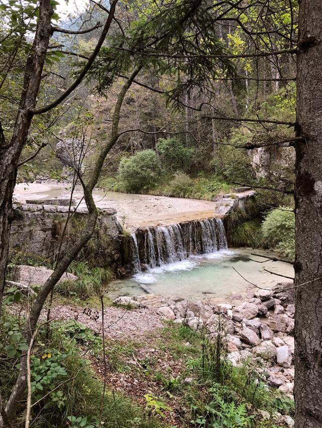 Nella Valle di Bondo a Tremosine puoi trovare piccole cascate