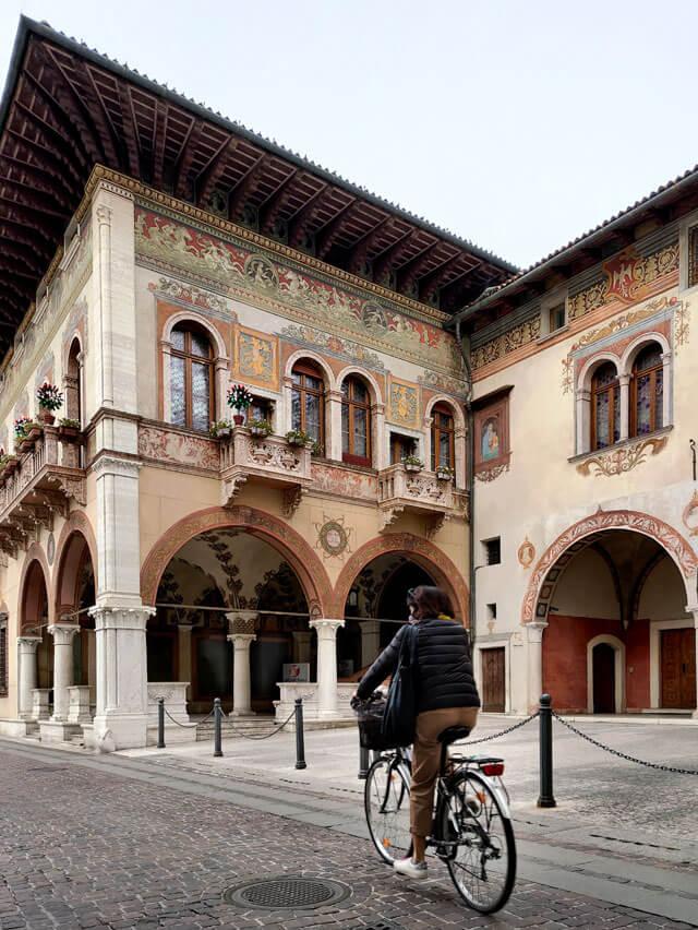 Il centro storico di Rovereto inizia con Palazzo Del Ben