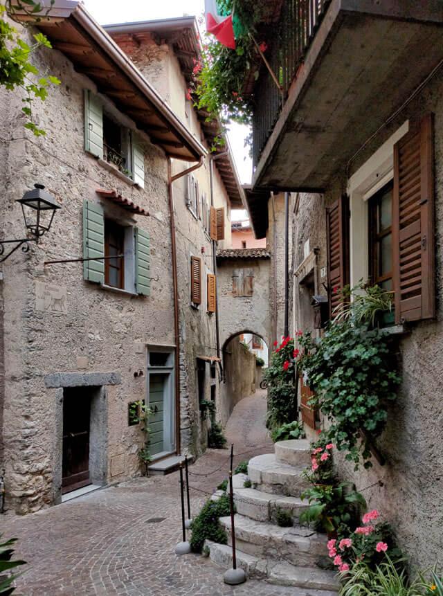 La Scala Tonda è il punto più bello del borgo di Tremosine