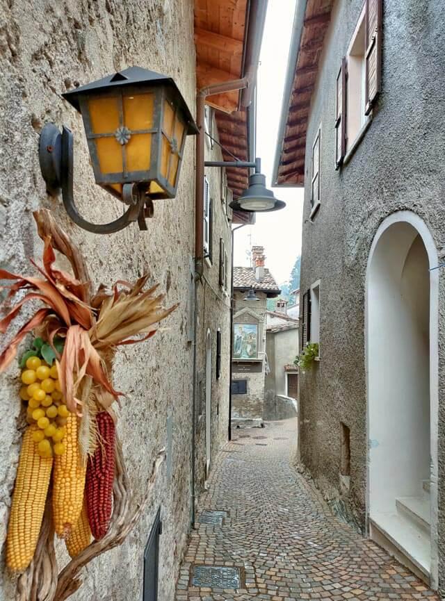 Ustecchio è una bella frazione di Tremosine sul Garda